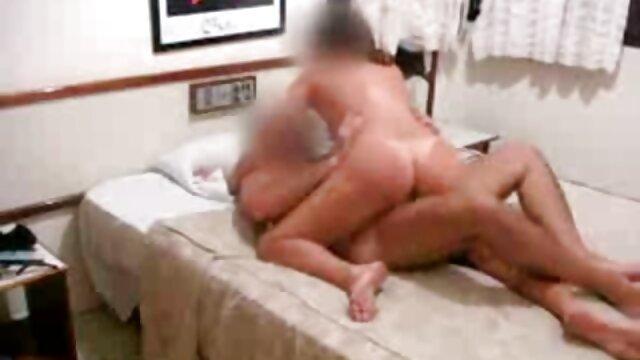 कंडोम टूट गया है और सेक्सी फिल्म फुल सेक्सी लड़के ने अपनी मां के साथ ऐसा किया है
